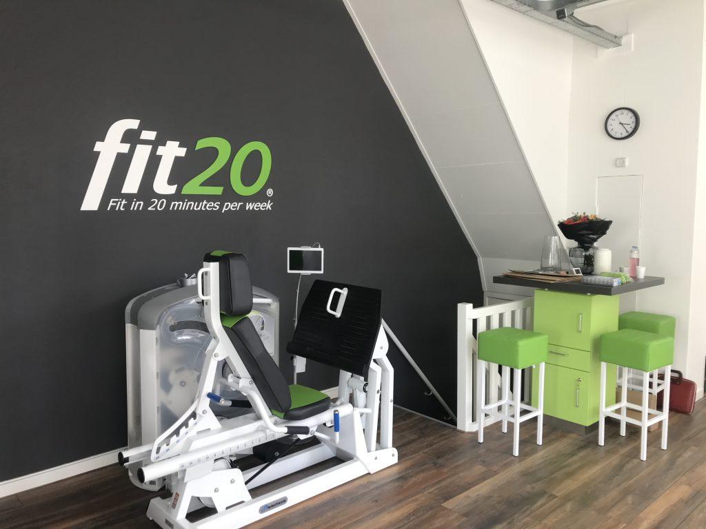 Fit20 studio - freesletters, raambelettering en stickers
